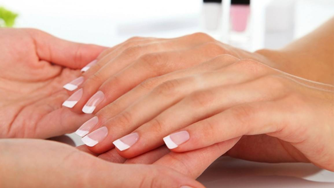 What Are Pink & White Acrylic Nails?